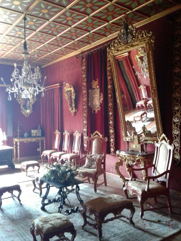 palace red room