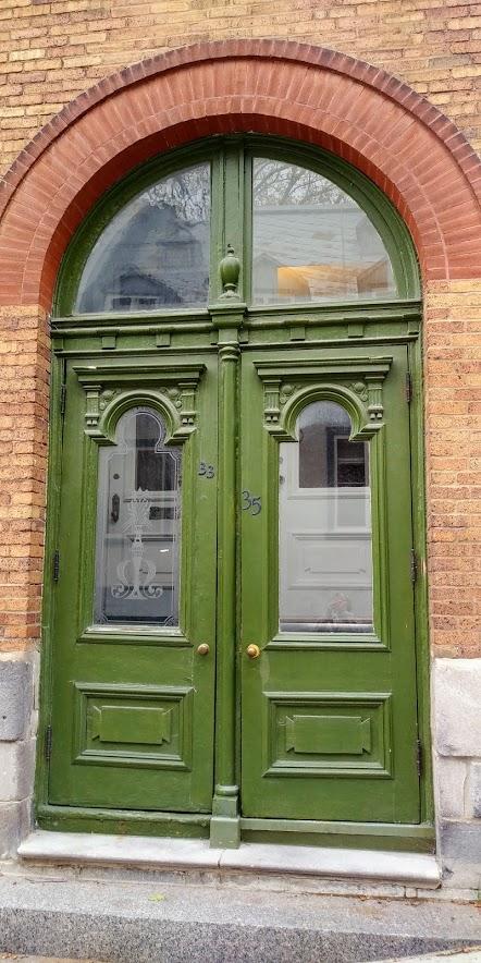 q green door